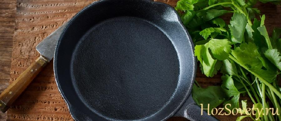 как очистить сковороду от нагара клеем