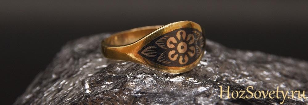 Кольцо из черненого серебра с позолотой (Северная чернь)